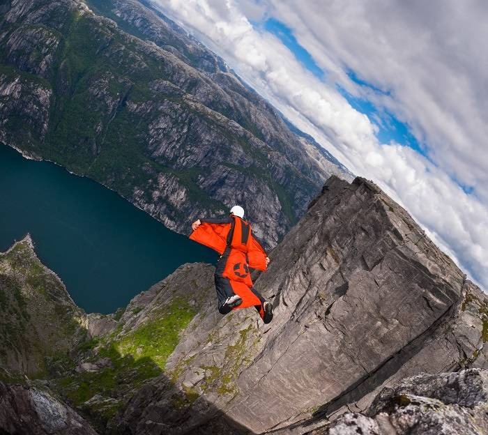 wingsuit-jumping