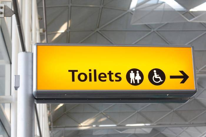 Sign to the toilets at an airport