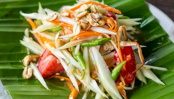 the famous som tam salad from thailand