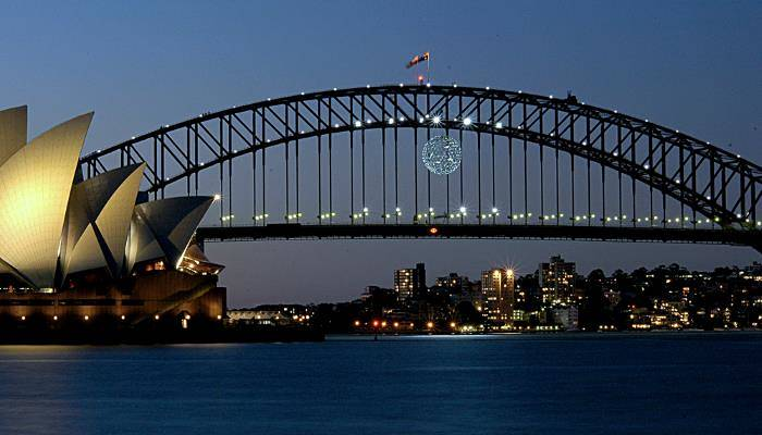 picture of Sydney Harbour at night