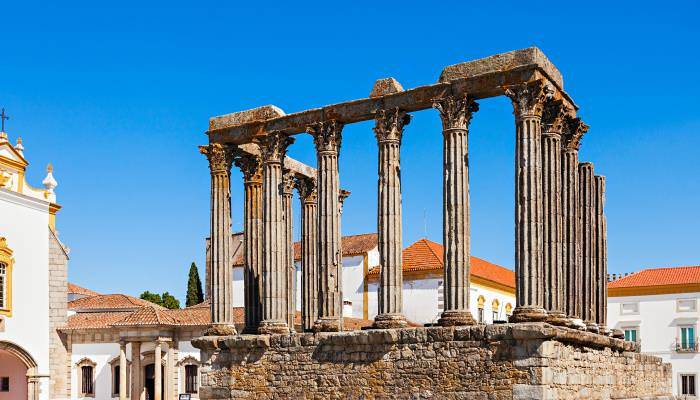 picture of the Roman Temple in Evora