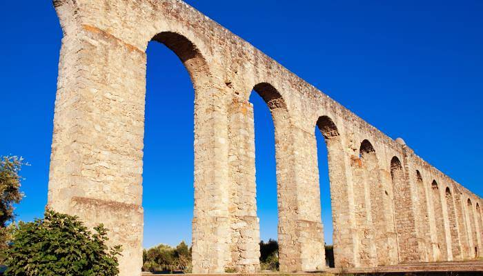 picture of an aquaduct