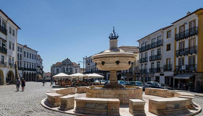 picture of evora's main square