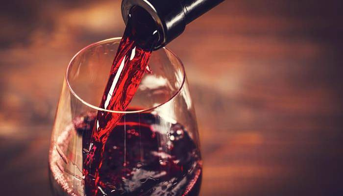 picture of a glass of red wine