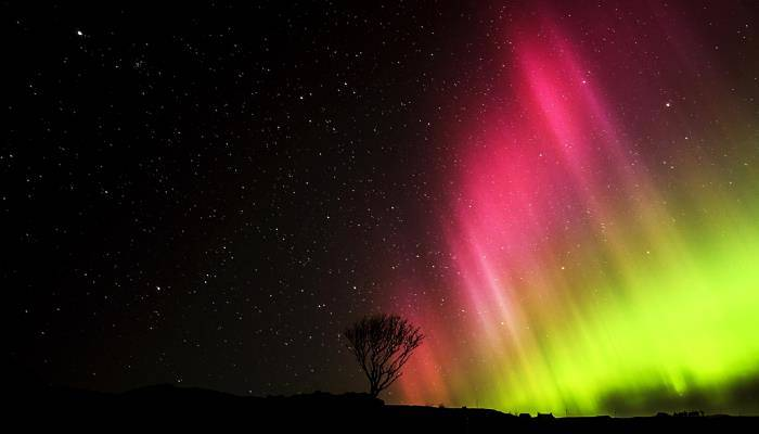 picture of northern lights in Scotland