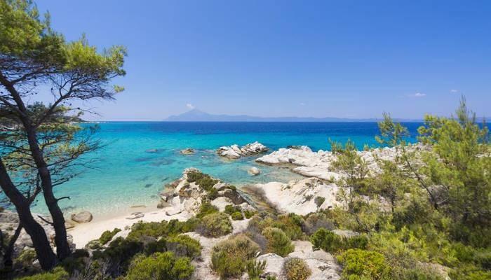 picture of clear blue waters at a beach in Halkidiki