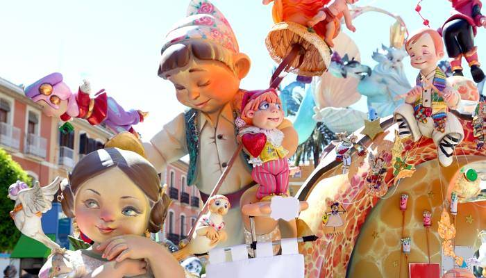 picture of giant puppets