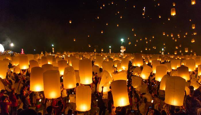 picture of lanterns over Chiang Mai