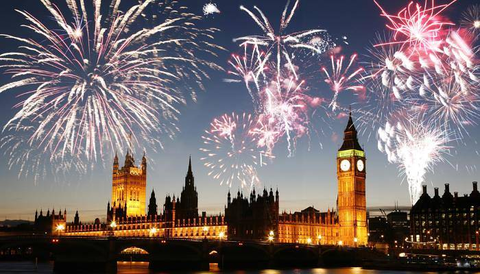 picture of fireworks over the houses of parliament