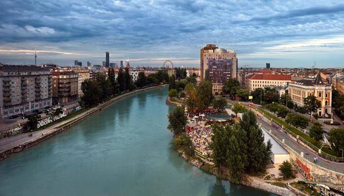 picture of the river Danube in Vienna